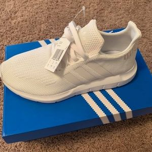 Adidas Swift Runners